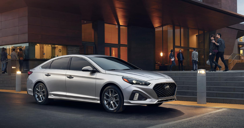 Hyundai Offers the Sophisticated Approach to Compact Driving